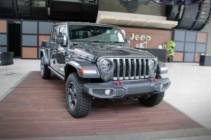Jeep Gladiator terbaru di Indonesia